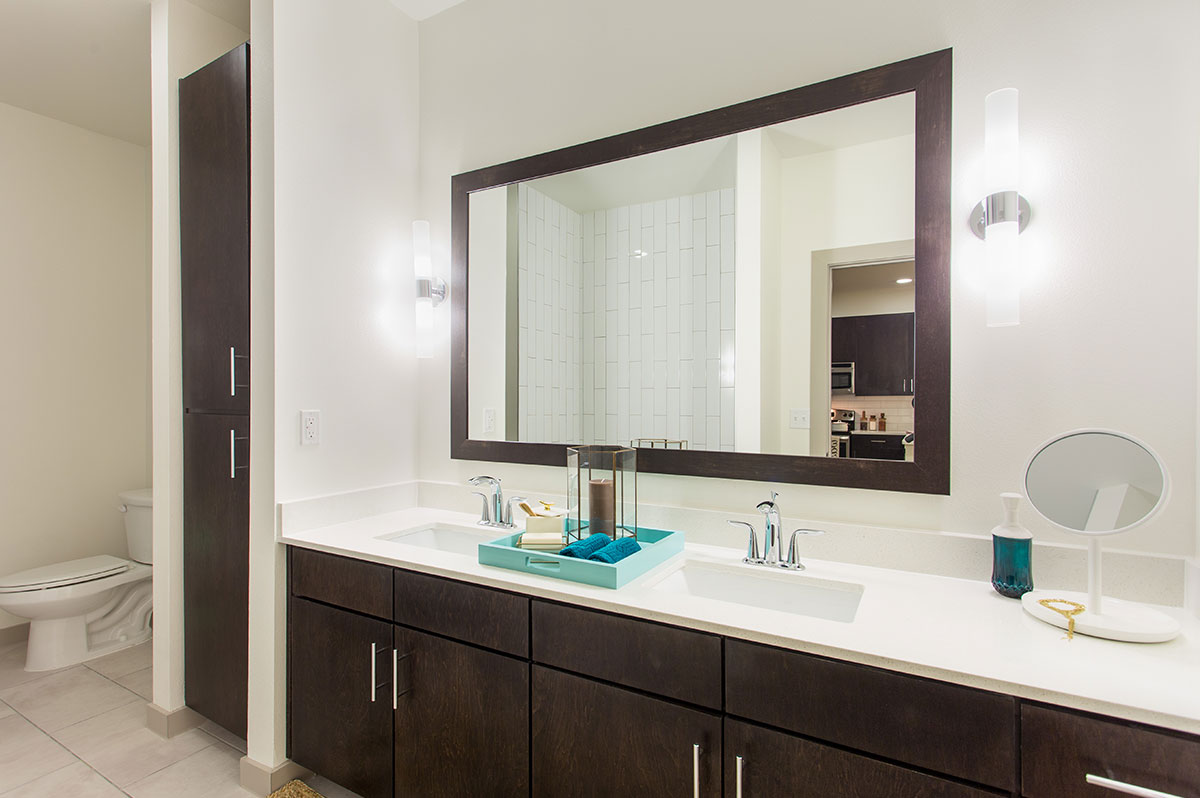 austin-apartment-large-bathroom